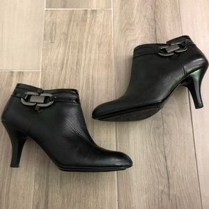 Sofft Size 7.5M Leather Black Ankle Boots